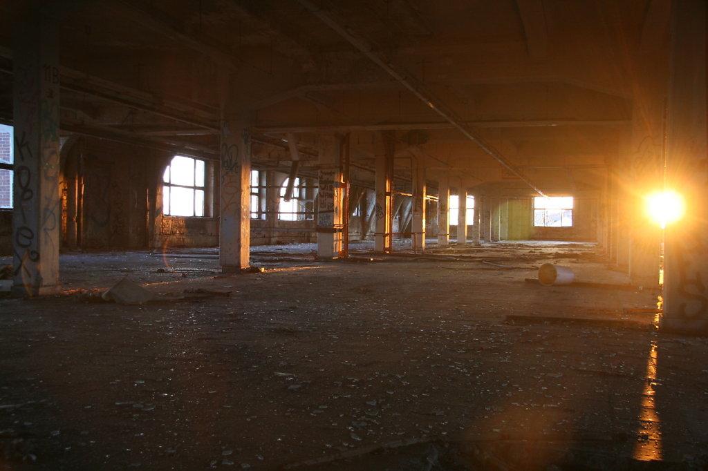 Sonnenuntergang, Fabrikhalle, Fenster  7580