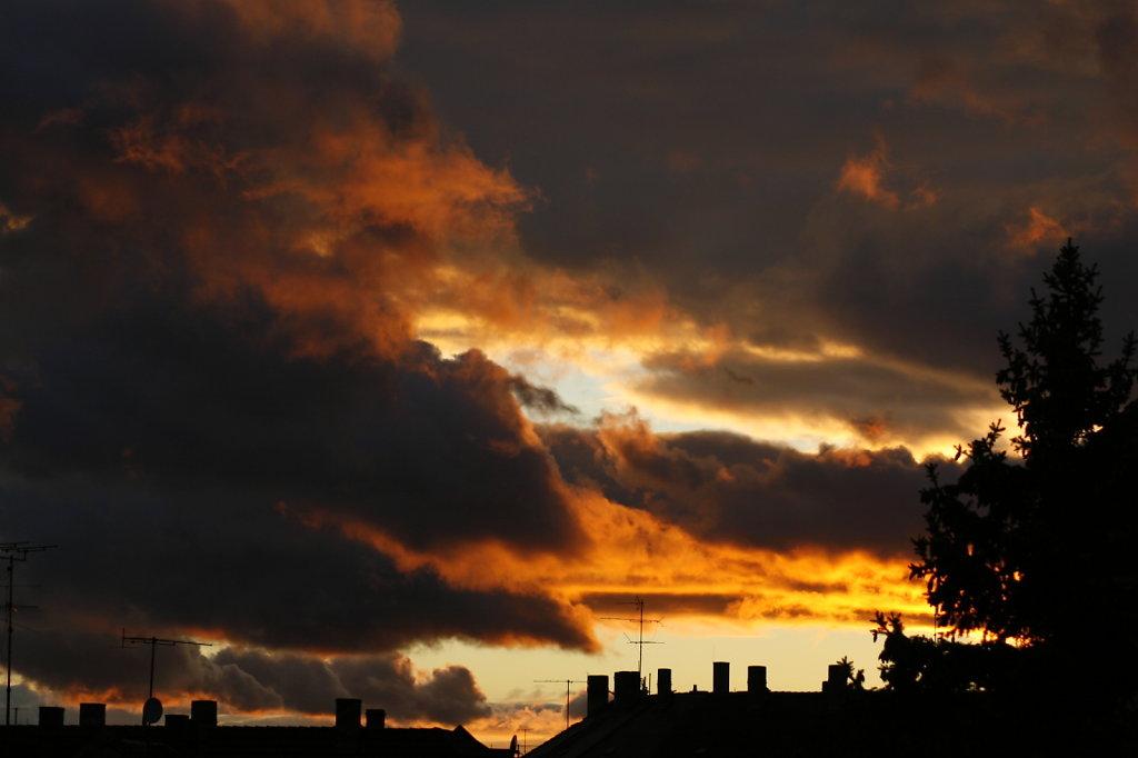 Krasser Wolkenhimmel mit Abendsonne 6936