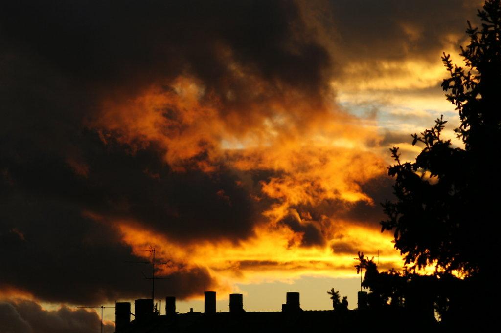 Krasser Wolkenhimmel mit Abendsonne 6930