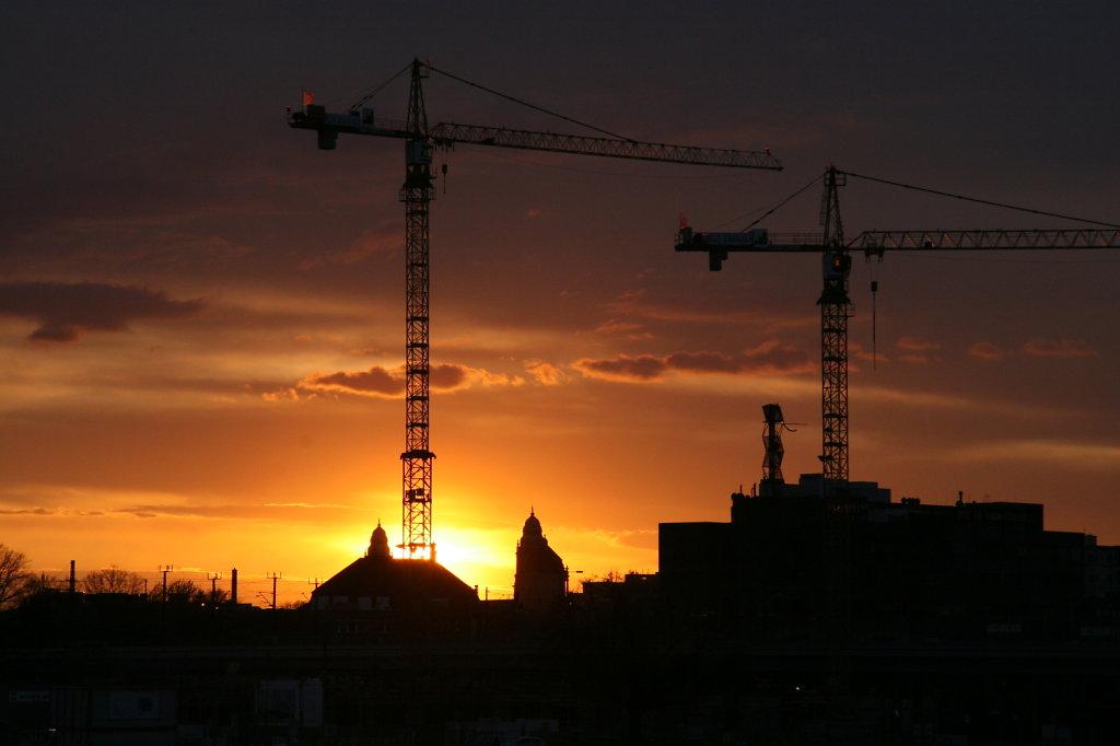 Zwei Kräne im Sonnenuntergang 9010