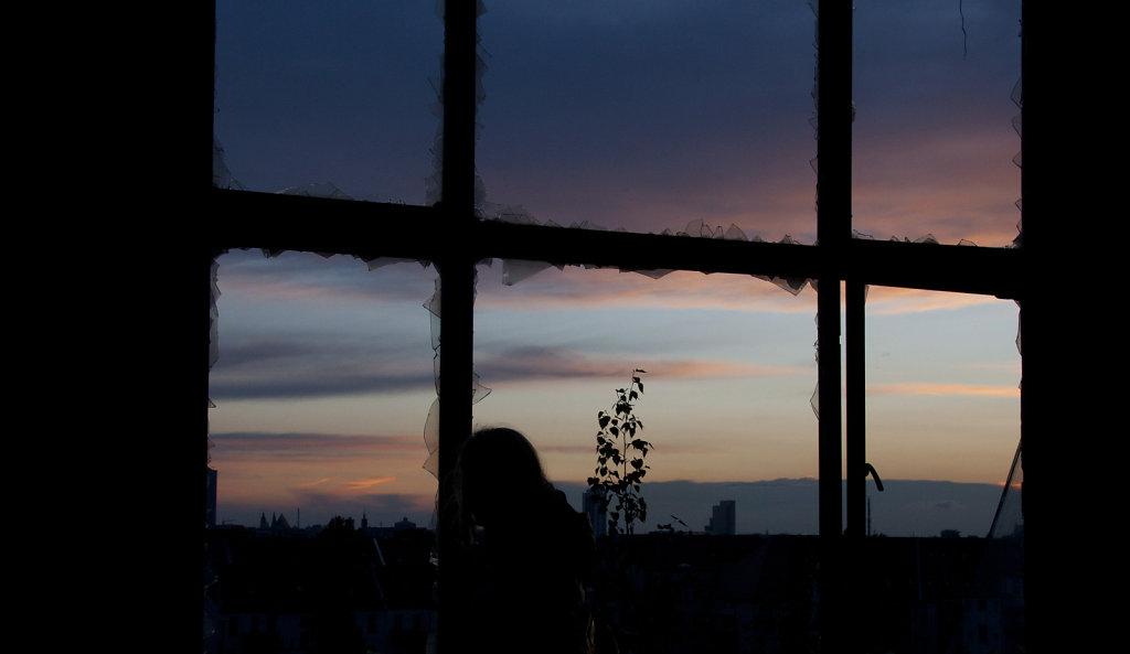 Sonnenuntergang durchs Fenster VEB Polygraphiemaschienen 9647